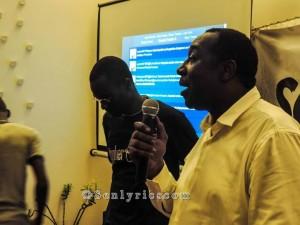 Racine Gueye présentant les MSGU