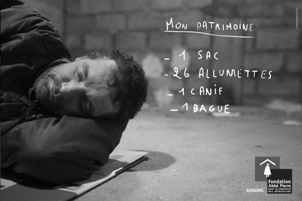 Campagne de la fondation Abbé Pierre pour le logement des défavorisés montrant que certains sans-abris ne possèdent pas même un téléphone mobile.